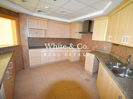Квартира, 3 спальни на продажу в Shoreline Apartments, Дубай Jash Falqa