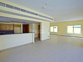 迪拜 European Clusters single row| amazing location | call me for details 4 卧室 房产 租