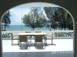 班武里府 Phong Prasat Beachfront Villa in Bang Saphan for Sale 5 卧室 房产 售