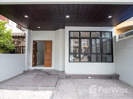 2 Bedrooms Townhouse for sale in Suthep, Chiang Mai 2 Bedroom Townhouse for Sale on Siri Mangkalajarn Road, Nimman Area