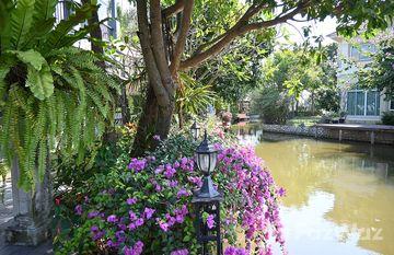 Maneerin Lake & Park Ratchaphruek-Tiwanon in Bang Khu Wat, Pathum Thani