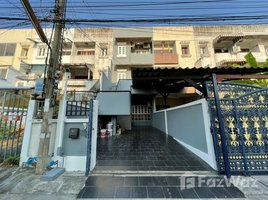 5 Bedrooms Townhouse for rent in Din Daeng, Bangkok 3-Storey Townhome in Ratchada - Suthisan