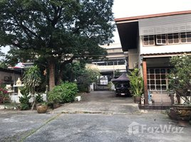 暖武里 Talat Khwan Land with House for Sale in Nonthaburi Right Next to MRT Skytrain. N/A 土地 售