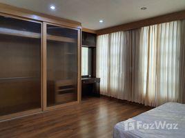 4 Bedrooms Townhouse for sale in Chong Nonsi, Bangkok Baan Klang Krung Sathorn-Narathiwas