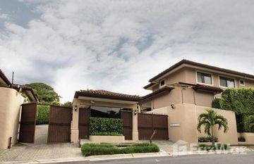 Lomas de Escazú 9: Estate-Style Condominium With European Flair in , San José