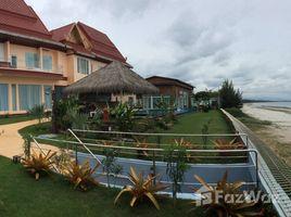 华欣 Mae Ramphueng Modern Luxury Beachfront Property in Bang Saphan 4 卧室 别墅 售