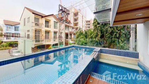 3D Walkthrough of the 游泳池 at Residence 52
