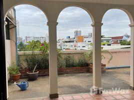 3 Bedrooms Condo for rent in Sam Sen Nai, Bangkok El Presidente