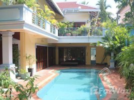 6 Bedrooms House for sale in Chak Angrae Leu, Phnom Penh 6 bedroom Villa For Sale in Chamkarmon.