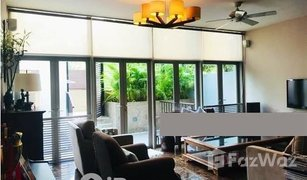 5 Bedrooms Property for sale in Holland road, Central Region