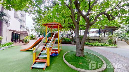 3D Walkthrough of the 户外儿童区 at Sathorn Gardens