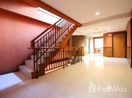 1 Bedroom Condo for rent in Talat Yot, Bangkok Pannee Lodge Khaosan