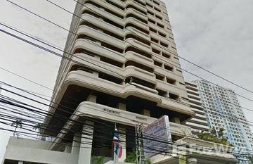 Sriratana Mansion 2 in Khlong Toei Nuea, Bangkok