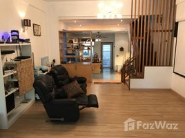 4 Bedrooms Townhouse for rent in Khlong Tan Nuea, Bangkok Large Townhouse with Rooftop Terrace close to Ekkamai BTS