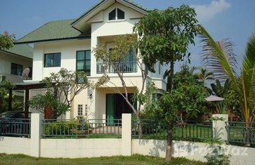 Lanna Pinery Home in Nong Khwai, Chiang Mai