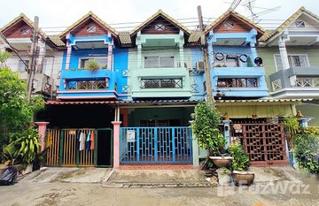 Tawana Village in Talat Khwan, Nonthaburi