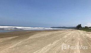 4 Habitaciones Apartamento en venta en Manglaralto, Santa Elena Your Vacation Destination Awaits in this Olón Beach Rental