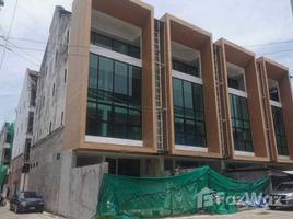 曼谷 Khlong Tan Nuea 4 Townhome for the Good Deal in Wattana 12 卧室 联排别墅 售