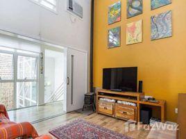 4 Quartos Casa à venda em Porto Alegre, Rio Grande do Sul Casa com 4 Quartos à Venda, 332 m² por R$ 1.169.000