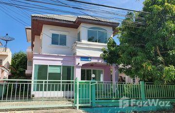 Suwinthawong Housing in Khu Fung Nuea, Bangkok