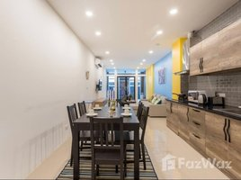 3 Bedrooms Townhouse for sale in Khlong Toei, Bangkok Modern Townhome in Sukhumvit 16