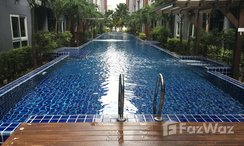 Photos 3 of the Piscine commune at The Trust Central Pattaya
