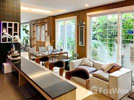 3 Schlafzimmern Reihenhaus zu verkaufen in Suan Luang, Bangkok Fully Renovated Townhouse for Sale in Onnut