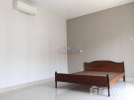 4 Bedrooms Villa for rent in Chak Angrae Kraom, Phnom Penh Link House for rent at Villa Town
