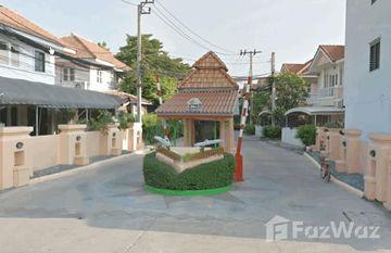 Piamsuk Village 4 in Bang Khu Wat, Pathum Thani