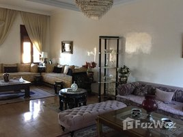 Grand Casablanca Na Anfa Jolie petite villa avec piscine dans le quartier très calme près de la residence Bay vue à Ain Diab 4 卧室 屋 售