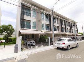 3 Bedrooms Townhouse for sale in Suan Luang, Bangkok Baan Klang Muang Rama 9 Motorway