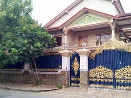 7 Bedrooms Villa for rent in Boeng Kak Ti Pir, Phnom Penh Nice Villa For Rent in TUOL KORK, 7 Bedrooms ( 20m x 25m ), $2,500/m ផ្ទះវីឡាសំរាប់ជួលនៅទួលគោក, ៧ បន្ទប់គេង, 20m x 25m, $2,500/ខែ