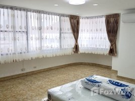 3 Bedrooms Property for rent in Khlong Toei Nuea, Bangkok The Concord