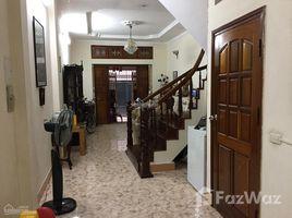 河內市 Doi Can Cho thuê nhà phố Đội Cấn (trong khu Đại Sứ Quán Thụy Điển cũ) 4 卧室 房产 租