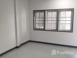 2 Bedrooms Townhouse for sale in Khu Khot, Pathum Thani Baan Porn Romyen Villa