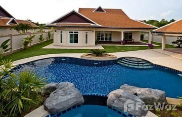 The Chase & Foxlea Villas in Nong Pla Lai, Pattaya