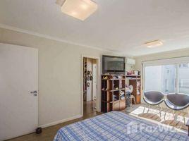 3 Quartos Casa à venda em Porto Alegre, Rio Grande do Sul Casa com 3 Quartos à Venda, 300 m² por R$ 958.000