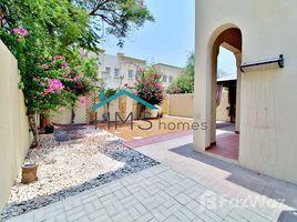 2 chambres Villa a louer à District 18, Dubai 4E in great condition. Opposite Park and Pool