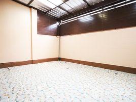 曼谷 翁通郎 Newly Renovated Townhouse in Lat Phrao 80 4 卧室 联排别墅 售