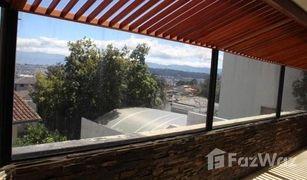 4 Habitaciones Apartamento en venta en Quito, Pichincha Experience Living In The Mountains Of Quito In This Beautiful Condo