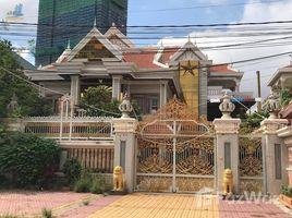 6 Bedrooms Villa for rent in Boeng Kak Ti Pir, Phnom Penh Big Khmer Style Villa For Rent in TUOL KORK, $3,300/m ( 6 Bedrooms ) ផ្ទះវីឡាម៉ូតខ្មែរសំរាប់ជួលនៅទួលគោក, $3,300/ខែ ( មាន ៦ បន្ទប់គេង )