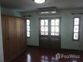 2 Bedrooms Townhouse for sale in Phimonrat, Nonthaburi Townhouse near to MRT Klong Bang Phai for Sale
