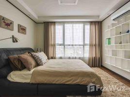 недвижимость, 1 спальня в аренду в Boeng Keng Kang Ti Muoy, Пном Пен De Castle Royal Condominium