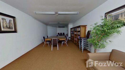 3D Walkthrough of the Bibliothèque / Salle de lecture at Ruamsuk Condominium