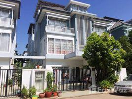 4 Bedrooms Villa for sale in Phnom Penh Thmei, Phnom Penh វីឡាភ្លោះសំរាប់លក់ក្នុងបុរី ប៉េង ហួត ជិតផ្សារ អេអន 2