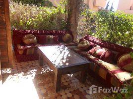 2 غرف النوم فيلا للبيع في NA (Annakhil), Marrakech - Tensift - Al Haouz coquette villa à vendre de 2 chambres, salon, terrasses, dans une résidence avec espaces verts piscine et tennis à la palmeraie
