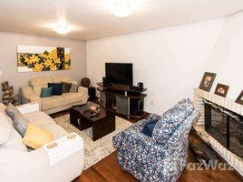 3 Quartos Casa à venda em Porto Alegre, Rio Grande do Sul Casa com 3 Quartos à Venda, 205 m² por R$ 750.000