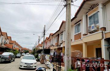 Baan Pruksa 39 in Sao Thong Hin, Nonthaburi