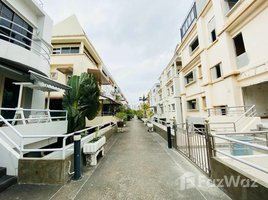 3 Bedrooms Property for sale in Sam Sen Nai, Bangkok Classic Private House in Compound for Sale in Soi Ari Samphan 2