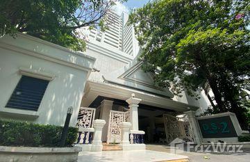 D.S. Tower 2 Sukhumvit 39 in Khlong Tan Nuea, Bangkok